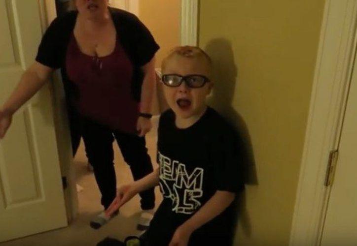 Una pareja de youtubers fue arrestada por promover el maltrato infantil con sus propios hijos. (hipertextual.com.)