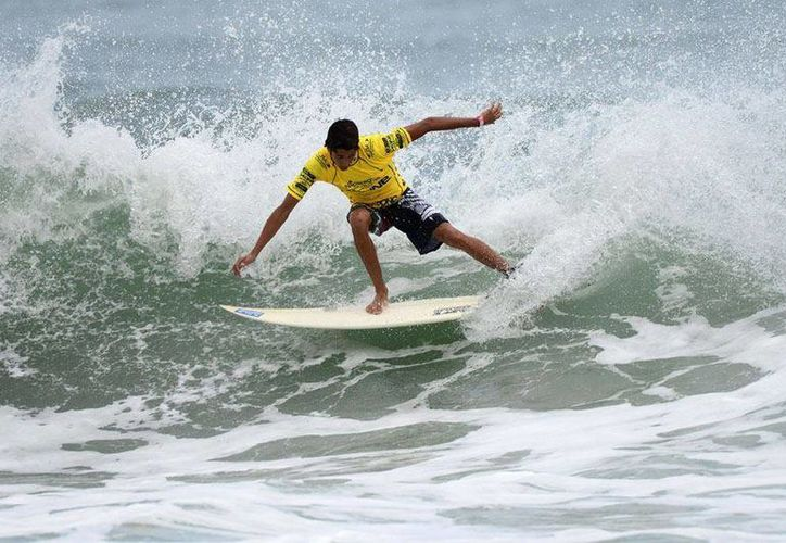Fueron un total de 40 participantes en las modalidades bodyboard y surf en la rama femenil y varonil. (Raúl Caballero/SIPSE)