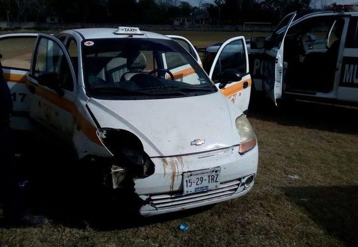 Elementos de seguridad aseguró a tres sujetos que en estado de ebriedad se peleaban las autopartes de un Chevrolet Matiz. (SIPSE)