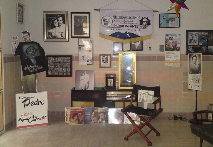 Parte de los objetos personales y souvenirs que se ubican en la galería. (Jorge Moreno)
