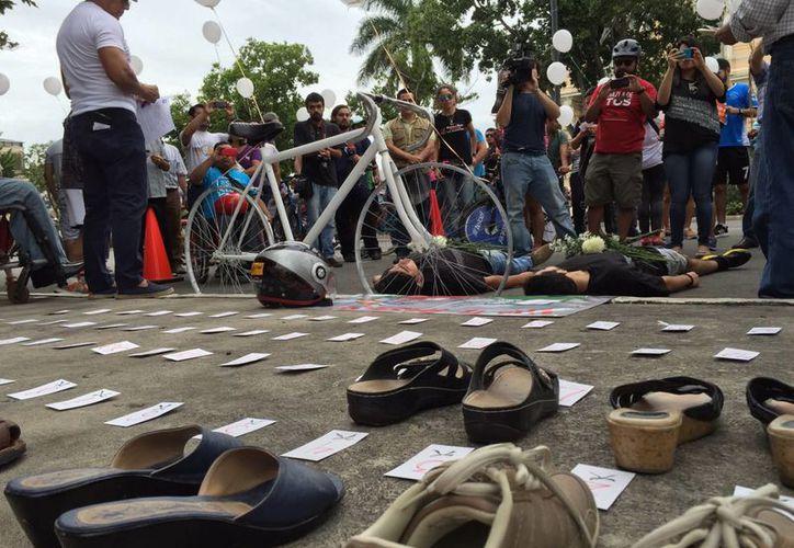 Para conmemorar el Día Mundial en Memoria de las Víctimas de Tráfico se escenificó la escena de un accidente vial en Paseo de Montejo. (Milenio Novedades)