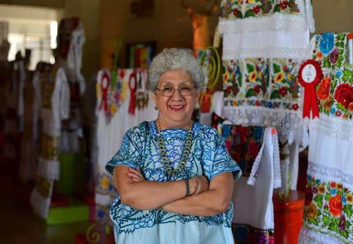 Silvia Terán y Contreras, etnóloga y consultora en materia de bordado, exhorta a proteger el bordado yucateco ante el plagio y la devaluación del trabajo de las bordadoras locales. (SIPSE)