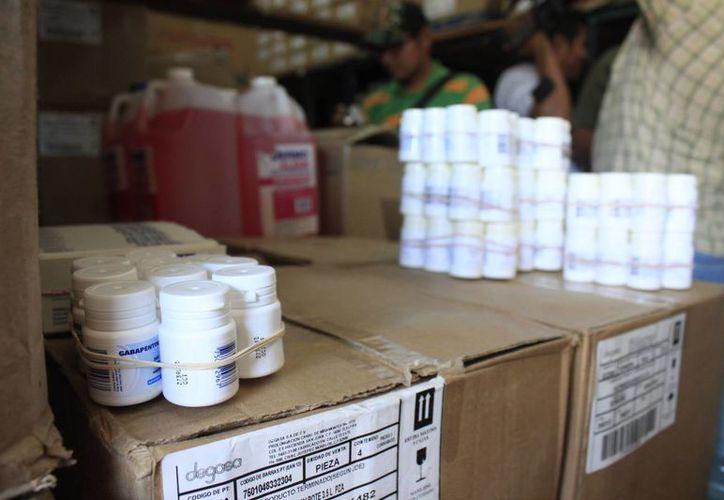 Entre los medicamentos incautados por Cofepris se encuentran paracetamol, captopril y naproxeno, entre otros. (Archivo/SIPSE)