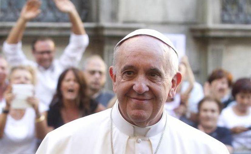 No se pueden vivir verdaderos vínculos con Dios ignorando a los demás: Papa Francisco. (EFE)