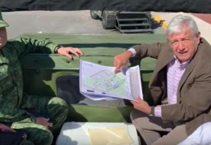 Andrés Manuel López Obrador realizó un recorrido por la Base Militar Aérea de Santa Lucía. (Twitter)