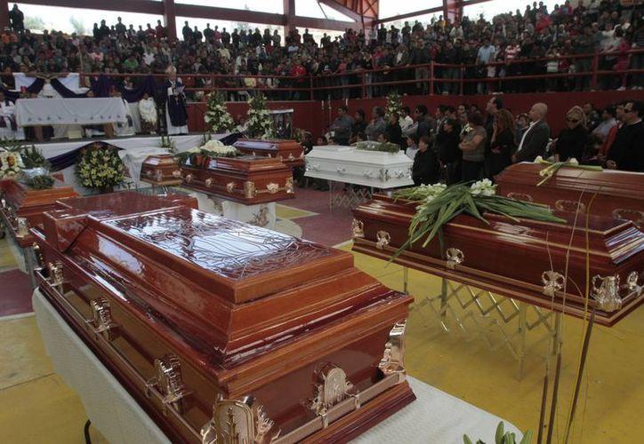 La explosión dejó un saldo de 17 personas muertas. Imagen de la misa de cuerpo presente, por los fallecidos.  (Notimex)