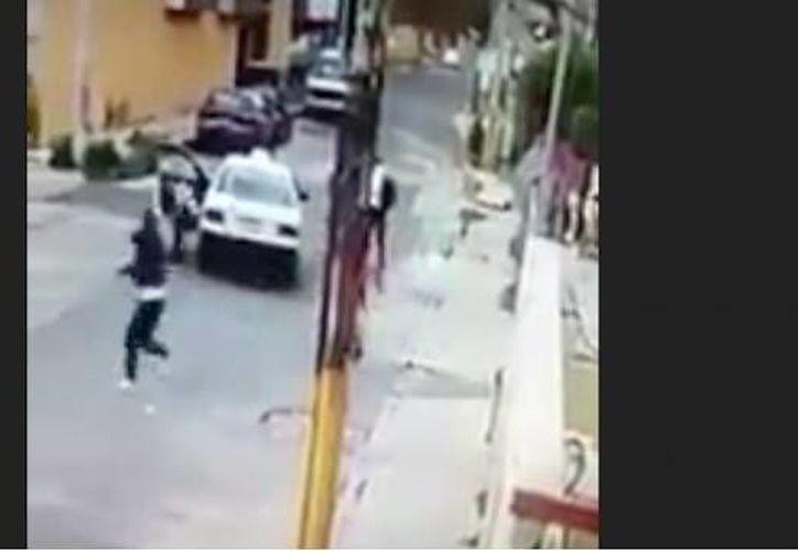 Uno de los 'asaltantes' logró dispararle al operador de taxi. (Foto: SDP Noticias).