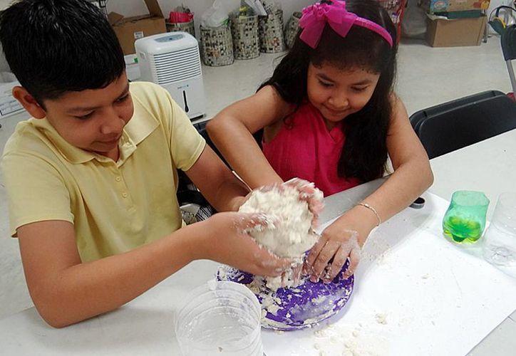 Los infantes disfrutan de las actividades que ofrece el complejo los fines de semana. (Redacción/SIPSE)