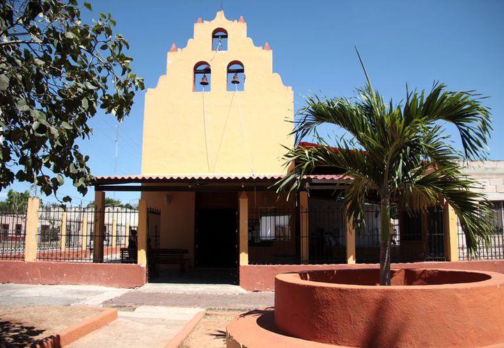 El pequeño templo de Molas guarda una gran historia. (José Acosta/SIPSE)