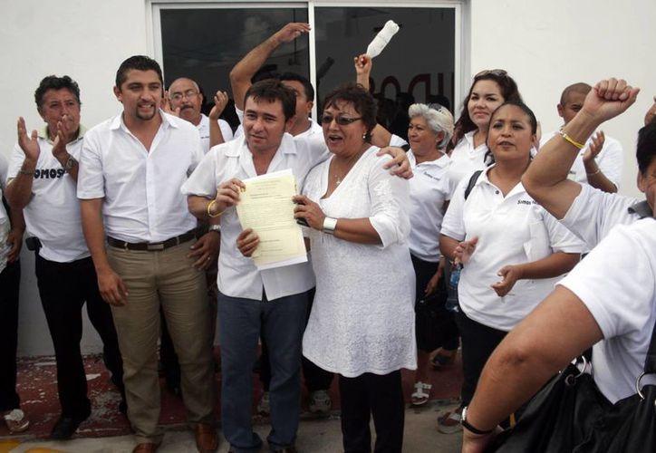 Josefina Mis y Gómez acompañada de Carlos Piña. (Milenio Novedades)