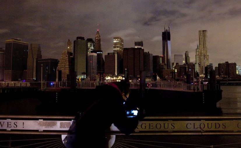 De a poco regresa la luz a la isla de Manhattan. (Agencias)