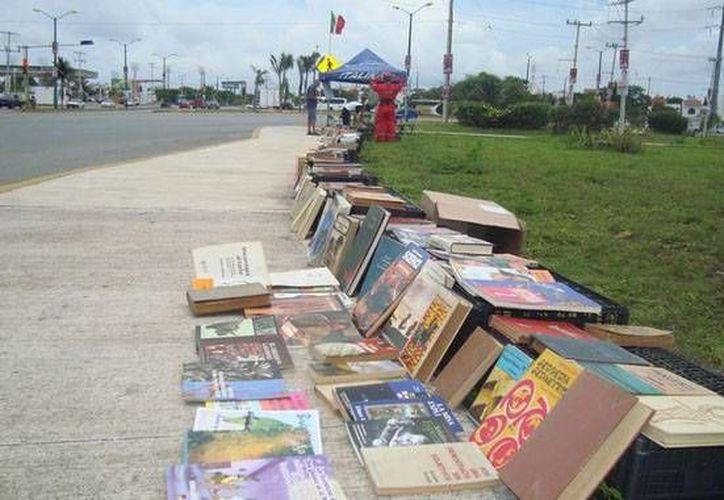 La biblioteca móvil inició en 2010 por iniciativa de Julio Etxaú Guevara Farías. (Foto de Contexto/Biblioteca-Móvil-de-Cancún)
