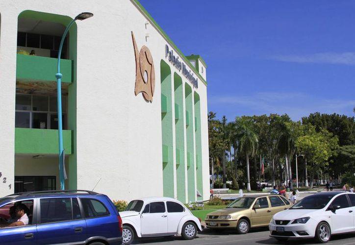 El Ayuntamiento escogió al Banco Interacciones porque es el que más beneficios les ofrecía. (Harold Alcocer/SIPSE)