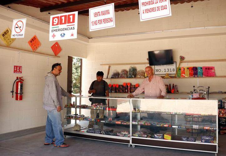 La feria de la pirotecnia es un lugar más cómodo y seguro para que la gente pueda adquirir los productos con un alto margen de seguridad.