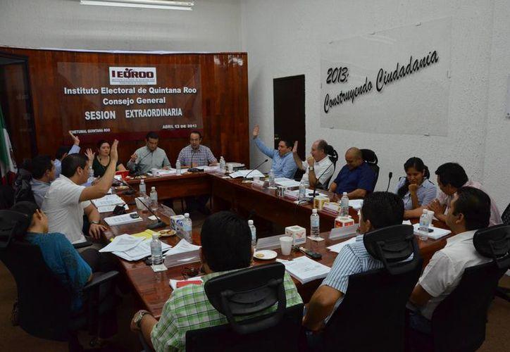 El Consejo General del Ieqroo contempló 18 solicitudes de aspirantes independientes a las diputaciones. (Jorge Carrillo/SIPSE)