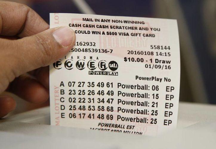 Hasta la mañana de este sábado se habían vendido más de mil millones de boletos de  la lotería Powerball. (Agencias)