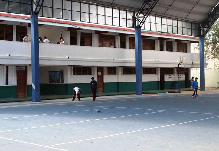 Los refugios son principalmente escuelas, templos religiosos y edificios de organizaciones civiles. (Octavio Martínez/SIPSE)