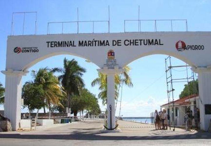 La obra es la respuesta a la añeja demanda de los chetumaleños para que el legendario e histórico muelle cuente con una imagen acorde a las exigencias del turismo nacional e internacional. (Harold Alcocer/SIPSE)