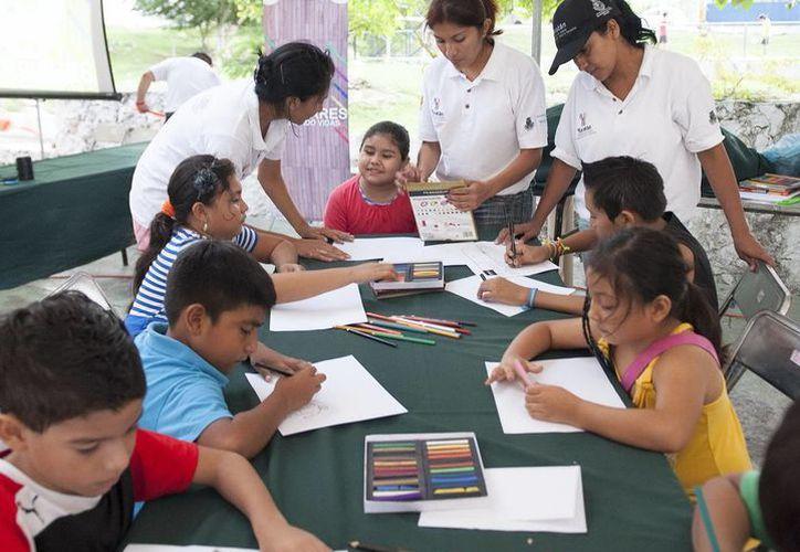 """El módulo """"Más arte menos violencia"""" enseña a jóvenes y niños a expresarse por medio de la pintura y el dibujo. (Cortesía)"""