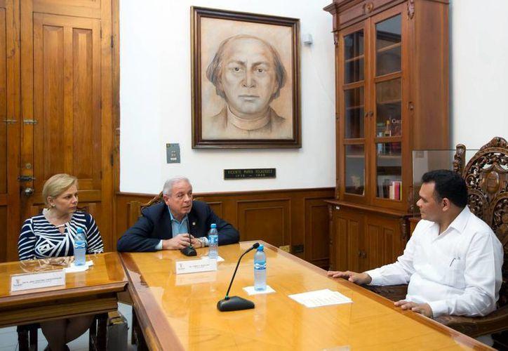 El Gobernador Rolando Zapata se reunió con el alcalde de Miami, Tomás Pedro Regalado. (Milenio Novedades)