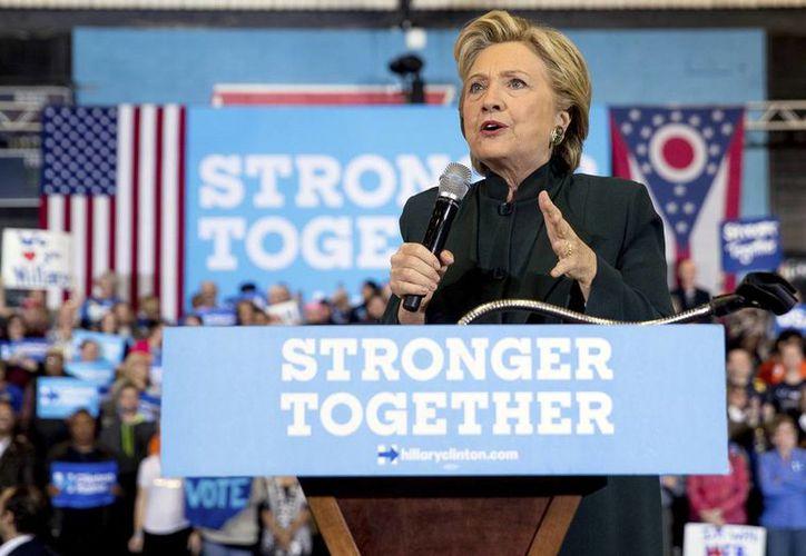 El FBI reabrió la investigación sobre el servidor de correo electrónico privado que utilizó Hillary Clinton. (AP/Andrew Harnik)