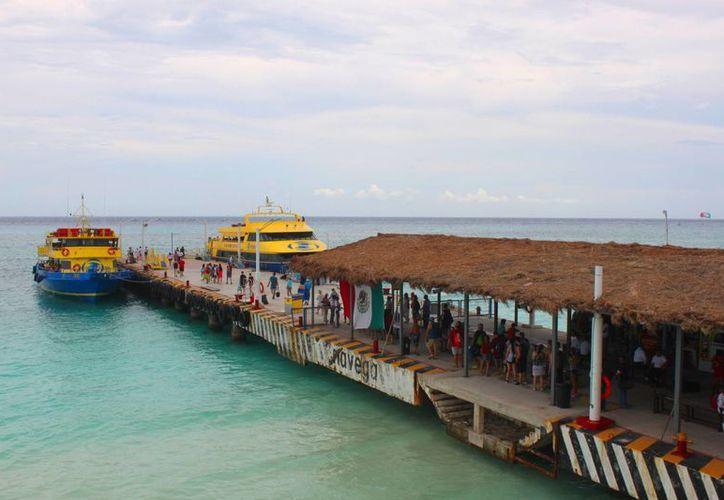El número de pasajeros de los barcos que hacen traslados entre Playa del Carmen y Cozumel, ha disminuido 50%.  (Daniel Pacheco/SIPSE)