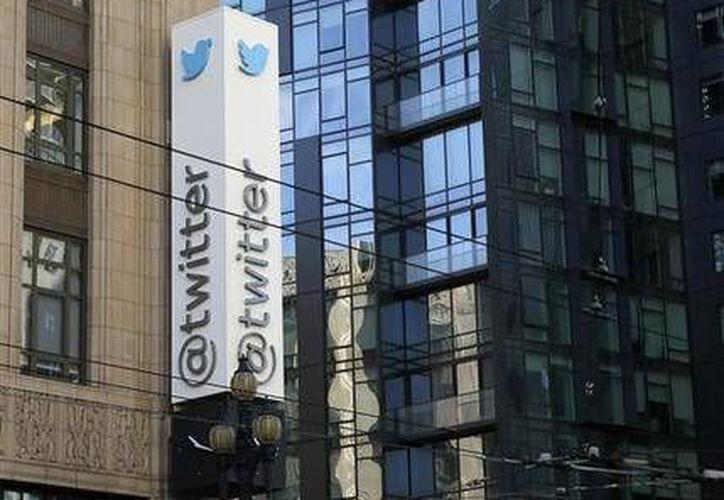 Twitter cambió sus reglas de conducta para enfatizar la prohibición de amenazas violentas y comportamiento abusivo por parte de los usuarios. (AP)