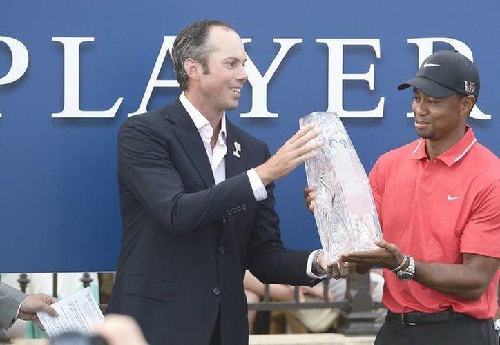 Tiger Woods, número uno mundial y favorito del torneo, regresó esta semana al campo de juego por primera vez desde el Masters de Augusta del mes pasado y logró su cuarto título del año. (EFE)
