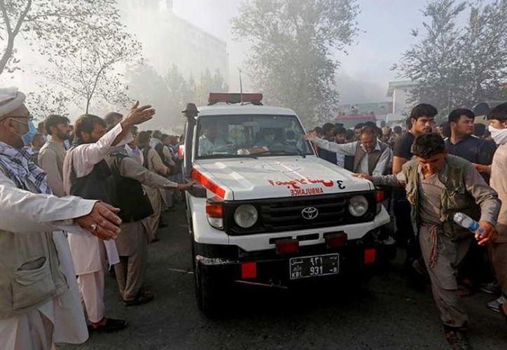 El director del distrito de Nawa, Atiqullah Khan, agregó que la mayoría de los muertos eran soldados que fueron el blanco del atacante y que es posible que el número de muertos aumente.  (AP)