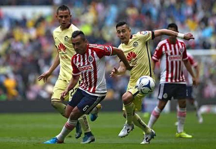 El clásico nacional será disputado el próximo 26 de octubre, a las 21:00 horas, en el majestuoso Estadio Azteca.(Notimex)