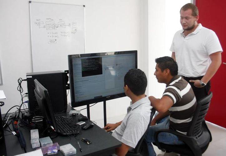 Señalan que la modernización debe emplearse en el contexto social que viven los estudiantes. (Christian Ayala/SIPSE)