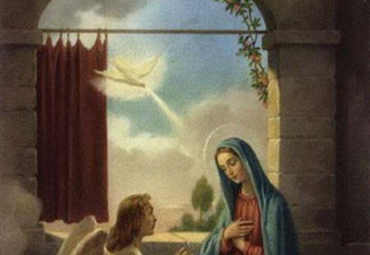 María es una mujer de fe. Muchas cosas grandiosas le anunció el ángel acerca del Hijo de Dios que, por obra del Espíritu Santo, se haría hombre en su seno.