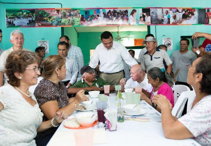 Este martes se inauguraron los comedores del bienestar en las colonias Azcorras y San José. (SIPSE)