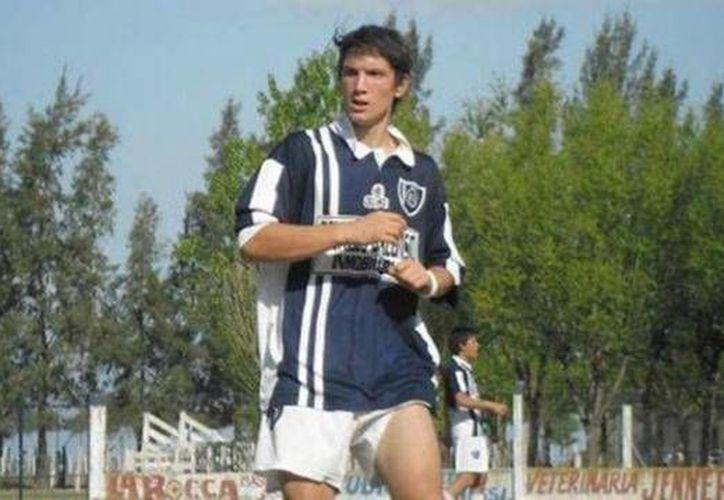 Maximiliano Gil era jugador del equipo regional sub 21 de Huracán de Carlos Tejedor, falleció el viernes. (Fotografía tomada de Twitter)
