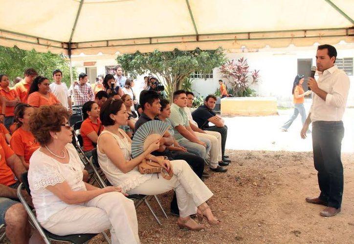 Mauricio Vila visitó AFAD, un albergue que rescata animales. (Milenio Novedades)