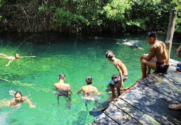Al cenote en esta temporada se tiene un límite de 25 personas cada media hora. (Sara Cauich/ SIPSE)