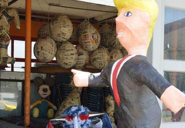 Las piñatas de Donald Trump alcanzan un costo de 65 dolares cada una. (Archivo/Notimex)