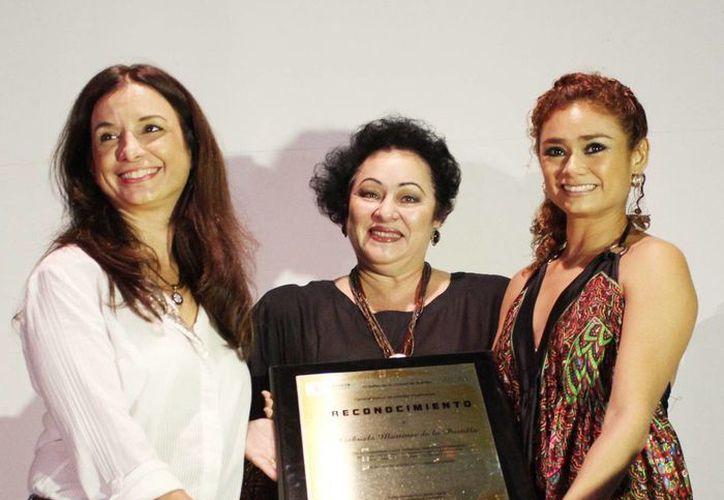 En la presentación de la suite El Corsario fue reconocida la maestra Gabriela Martínez de la Portilla, por su invaluable aporte a la danza clásica. (SIPSE)