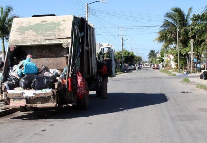 El inventario vehicular de Servicios Públicos sigue operando de lunes a domingo, racionalizando combustible y reportando las rutas. (Francisco Sansores/SIPSE)