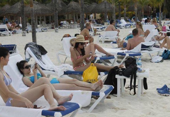La exposición del sol por varias horas, es un factor que causa el cáncer de piel. (Redacción/SIPSE)