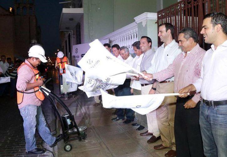 Diversos funcionarios acompañaron al presidente municipal en el banderazo de inicio. (Milenio Novedades)