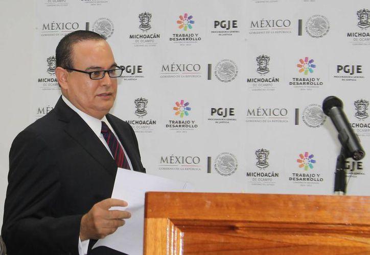 El procurador de justicia de Michoacán, José Martín Godoy (imagen), dijo que para esa dependencia, Enrique Hernández fue víctima de un delito. (Archivo/Notimex)