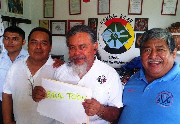 Integrantes grupo maya prehispánico Hambaj Ka´an protestarán contra el error gramatical del nombre del evento infantil que organiza el ayuntamiento con motivo del Día del Niño.  (Daniel Pacheco /SIPSE)