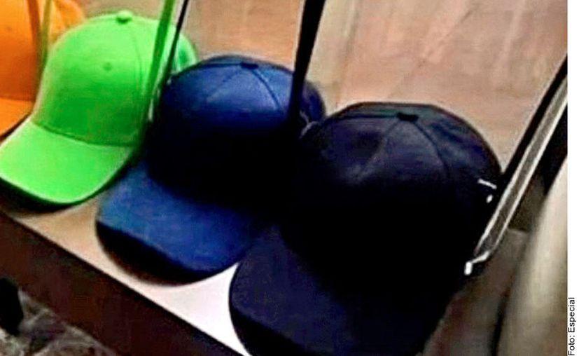 Las gorras con careta para coronavirus son objetos del deseo en la nueva normalidad. (Foto: Archivo Reforma).