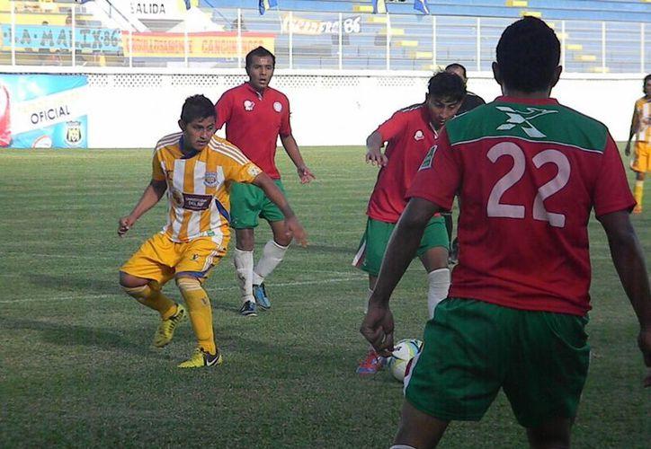 Pioneros consiguió su segundo triunfo al derrotar 8-0 a Tuzos Sub 17. (Ángel Mazariego/SIPSE)