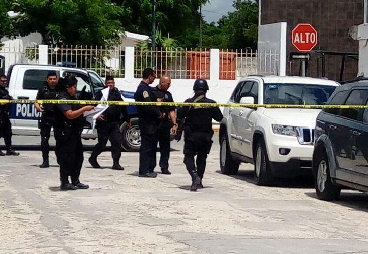 Elementos de Seguridad Pública acordonaron la zona de los hechos. (Eric Galindo/SIPSE)