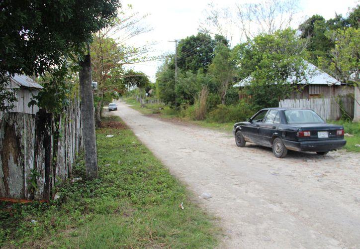 En algunas comunidades, la mayoría de las personas viven al día ganando alrededor de 80 a cien pesos el jornal. (Carlos Castillo/SIPSE)