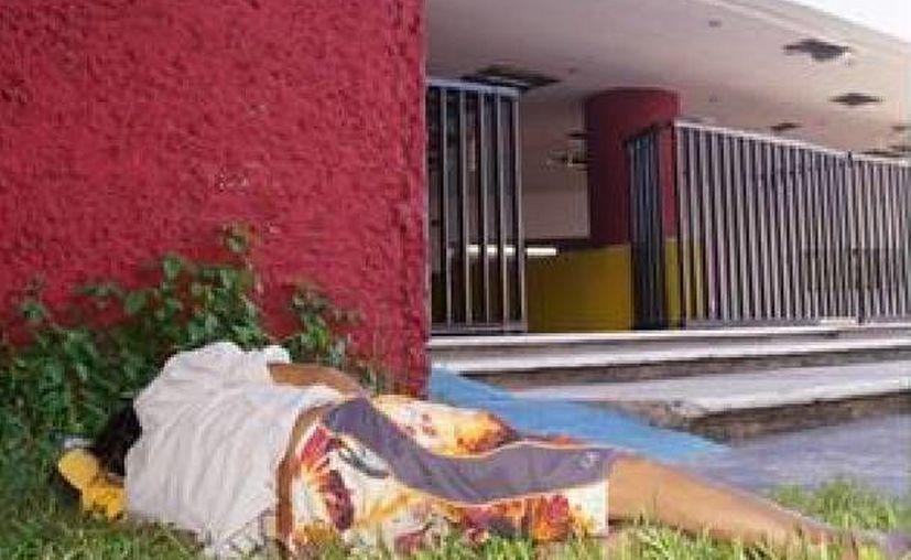 L.W.C.C. lleva varios días recostado cerca de la entrada del Museo de la Cultura Maya. (Facebook/Taxi Vigía)
