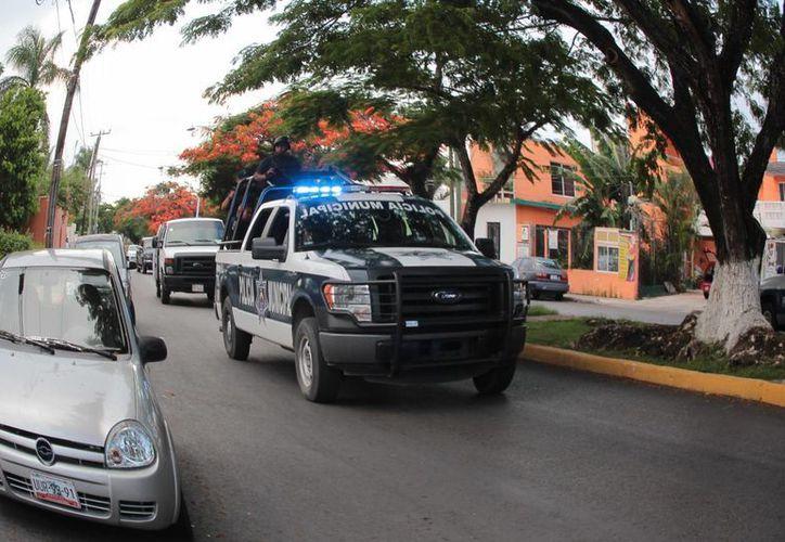 Continúa la vigilancia policíaca en las calles del centro de la isla. (Gustavo Villegas/SIPSE)