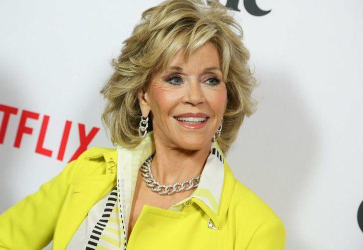 Jane Fonda, de 77 años, mantiene su mente más joven que nunca y su cuerpo lo revela con una belleza que deslumbra. (Archivo/AP)